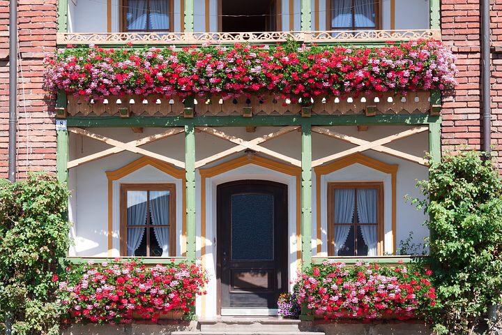 Blumenkästen am Balkon